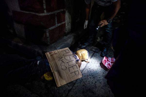Filippine-cadavere in strada